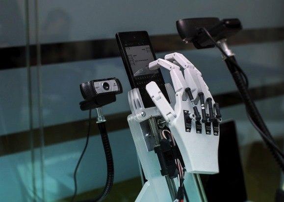 Эксперимент «Лабораторная работа», или Как мы создали робота, пользующегося смартфоном